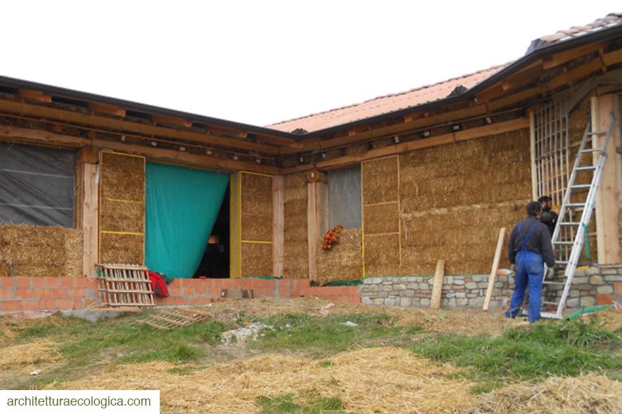 Costruzione casa di paglia fortunago arch marini 8 for Casa di costruzione personalizzata